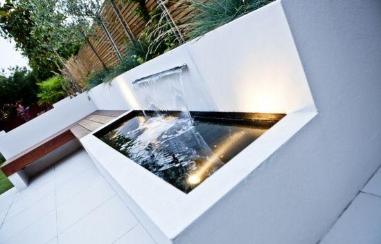 Kleingarten Beton Teich Wasserfall Koi Fische Beleuchtung LED - wasserfall im garten modern