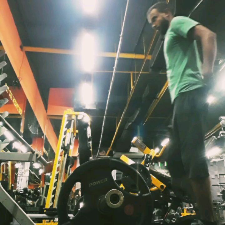 BACK DAY  frist steps.. part of my workout  #backday #backworkout #fitnesslive #fitness