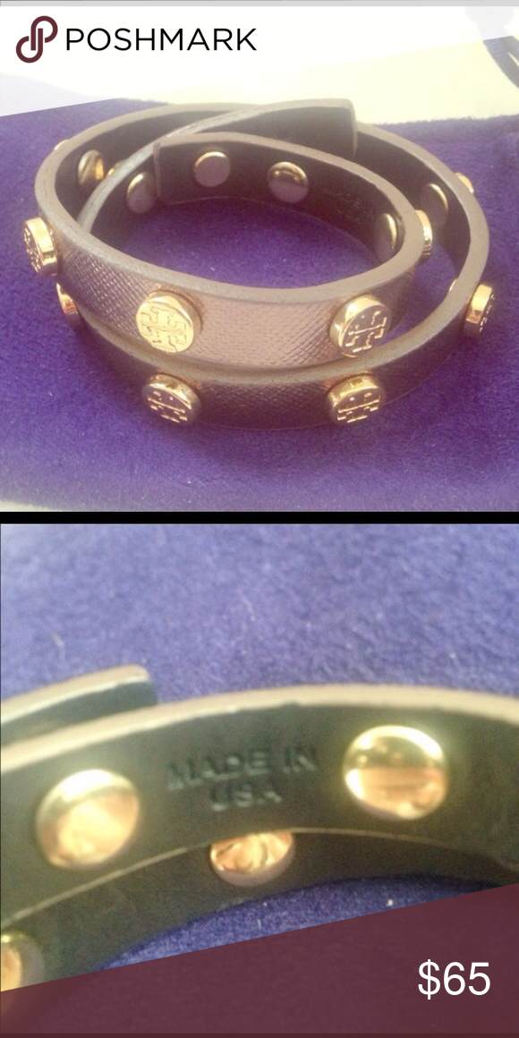 Tory Burch Bronze logo leather wrap bracelet This is a authentic & gently worn Tory Burch bronze logo wrap! The logos are gold in color! Comes with dust bag 😃 In Great condition. Tory Burch Jewelry Bracelets