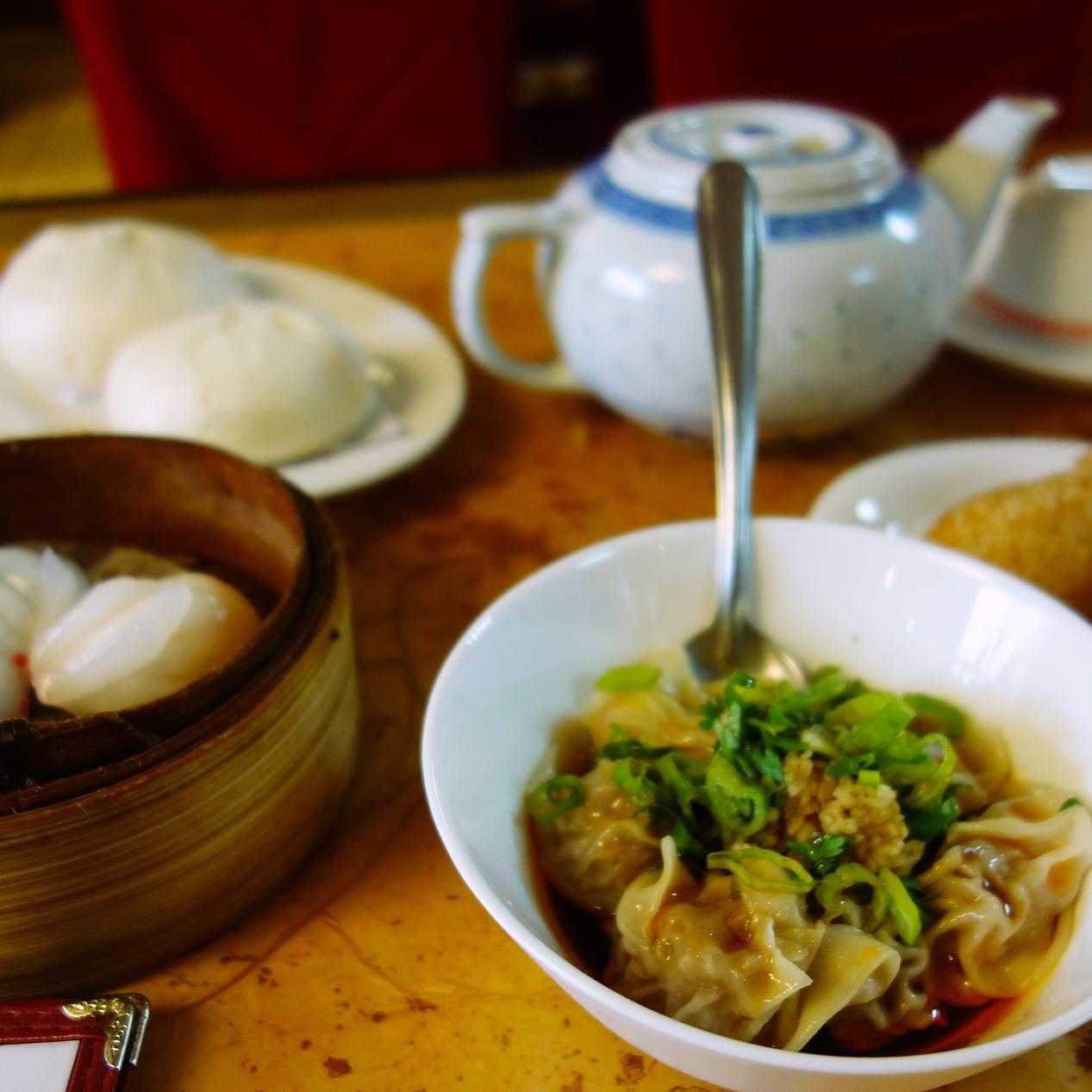 Step Inside 98 Year Old Hang Ah Tea Room The Oldest Dim Sum Restaurant In America Dim Sum Tea Room Eat Local