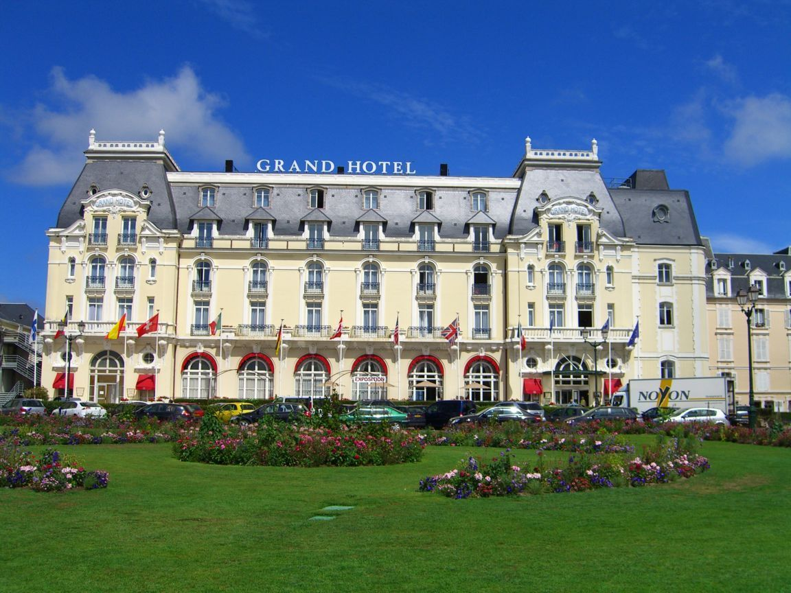 Le grand hotel cabourg google search brittany normandy for Hotels cabourg