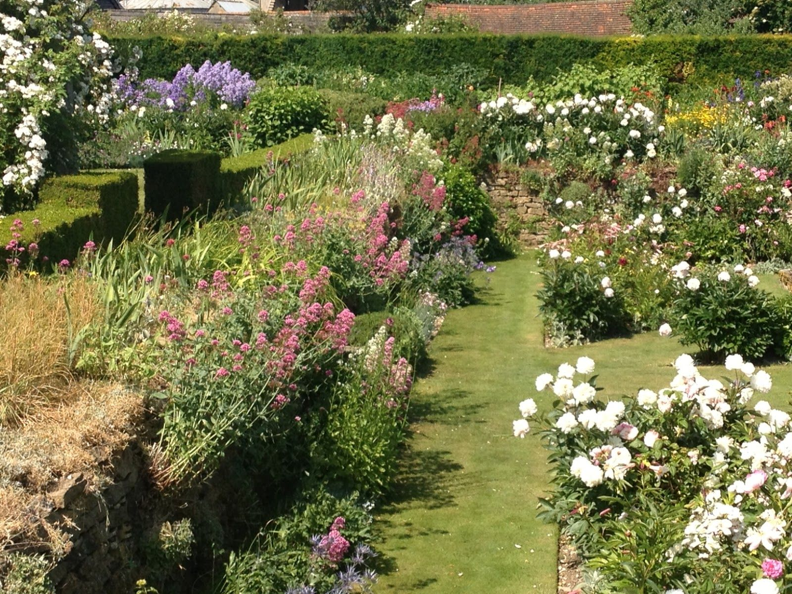 Gertrude jekyll gardens the manor house upton grey for Gertrude jekyll garden designs