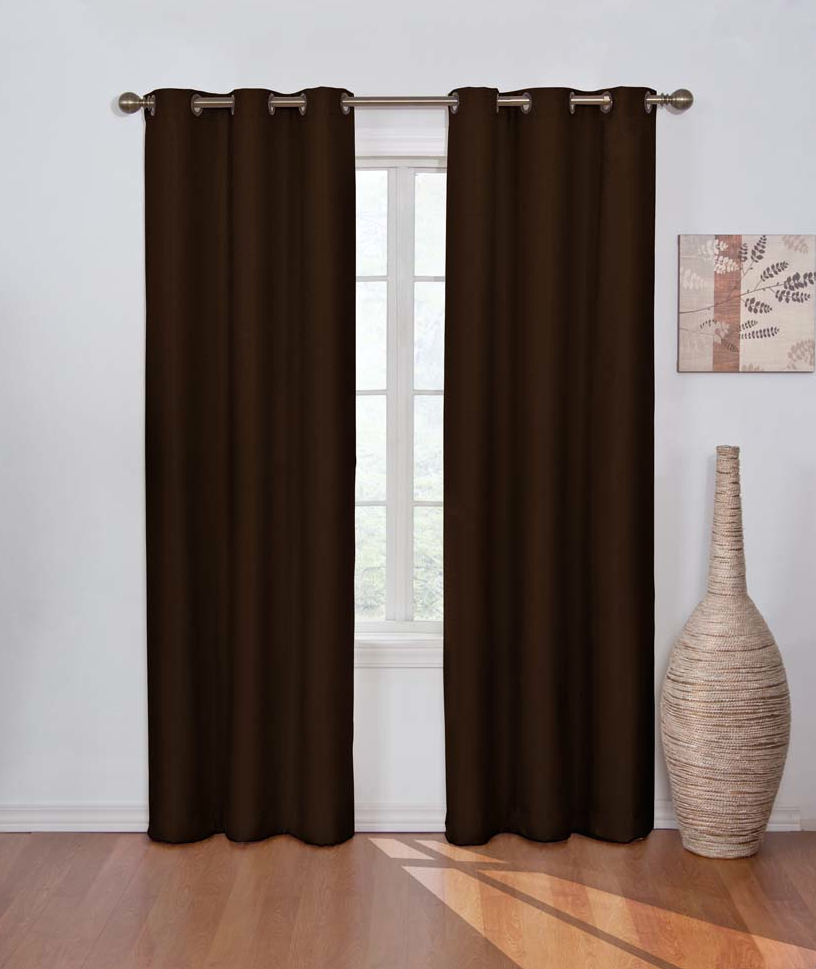 cortina color chocolate reduce en un el ruido causado por el exterior