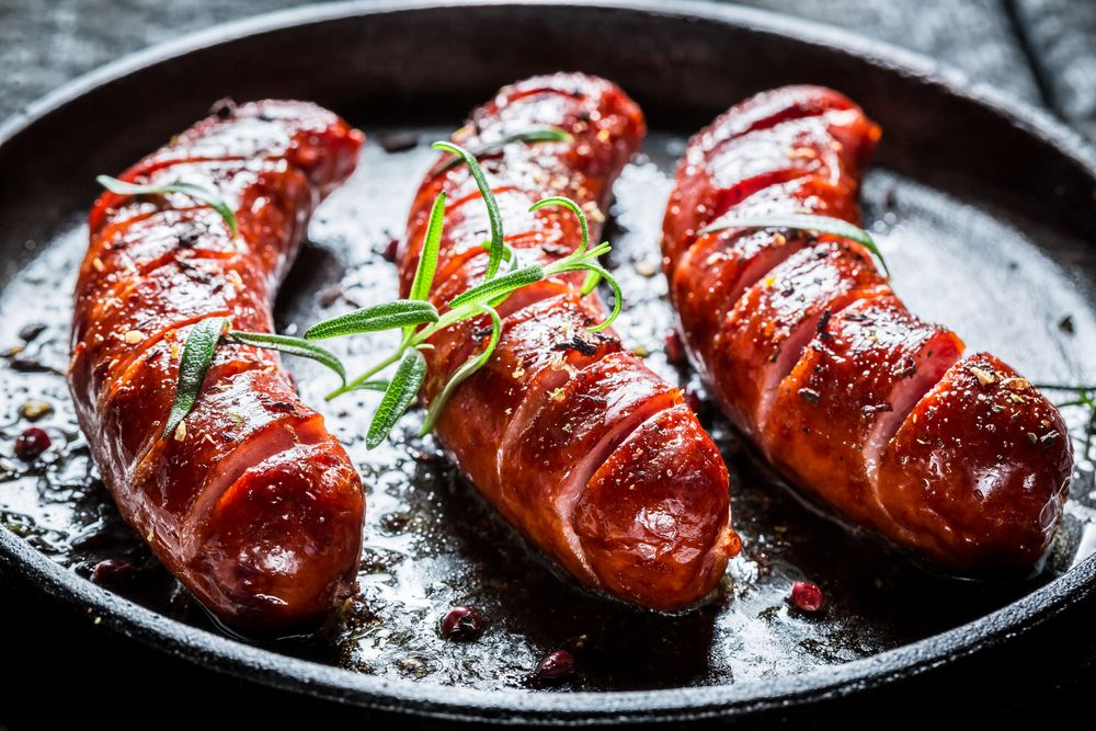 Grilled sausage with fresh rosemary on hot barbecue dish #foodblogger #foodbeast #foodstagram #foodandwine #foodstylist #rustic #rusticfood #rusticdecor #rusticmeat #vintage #vintagestyle #vintagefood #cateringwedding #cateringevent #cateringservices #eventplanner #eventorganizer #partyideas #wedding #weddingplanner #corporatedinner  . How was your rustic day? Share it #BeLikeTomBeRustic