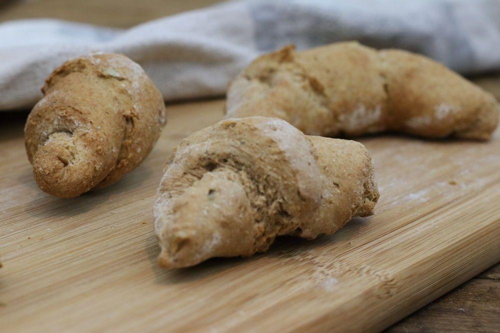 Photo of Wholegrain spelled oat croissants – vegan breakfast with clean eating – Foodrevers