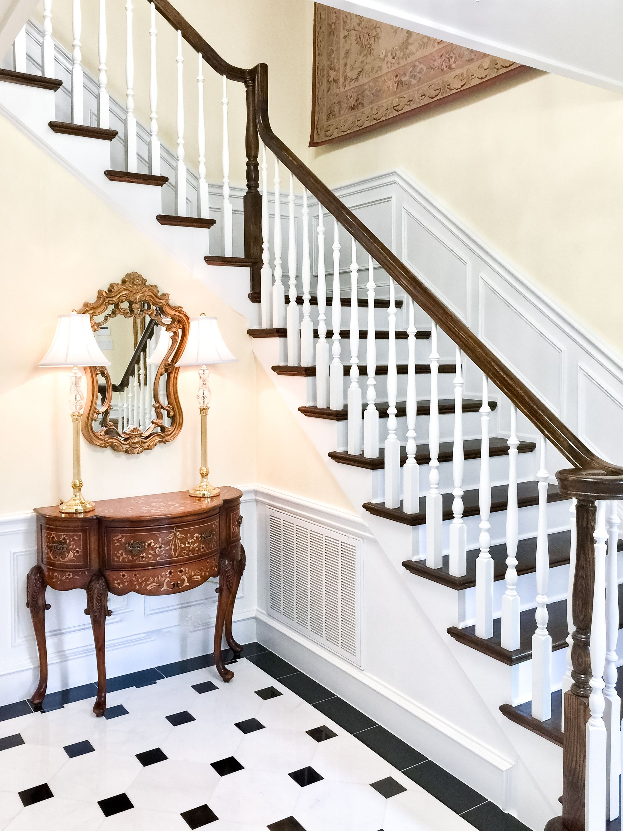David Netto Brings Big Design To A Sleepy Colonial For A Young Family In 2020 Colonial Style Homes Veranda Magazine Grand Staircase