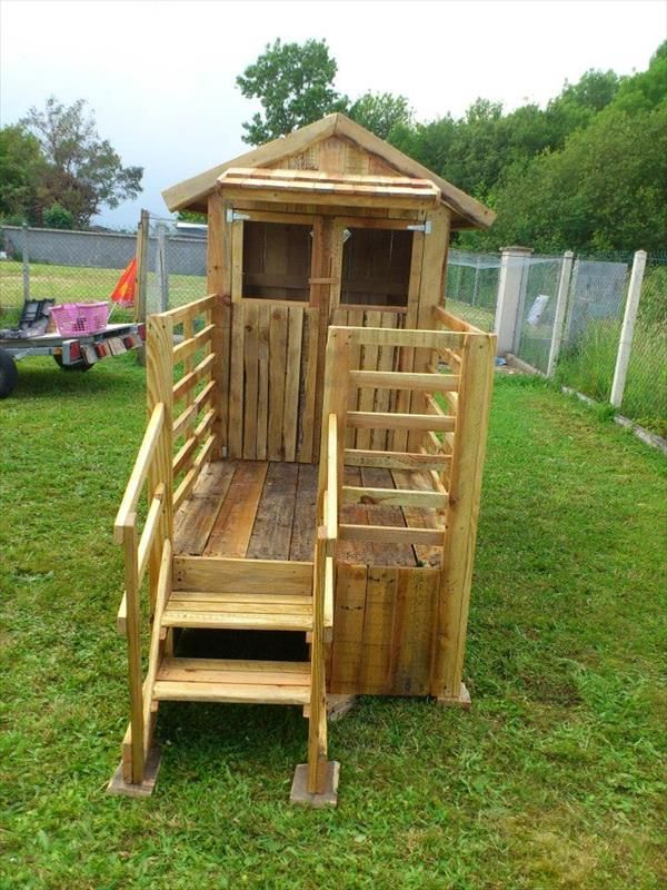 Build easy diy playhouse from pallets pallet playhouse for Simple outdoor playhouse plans