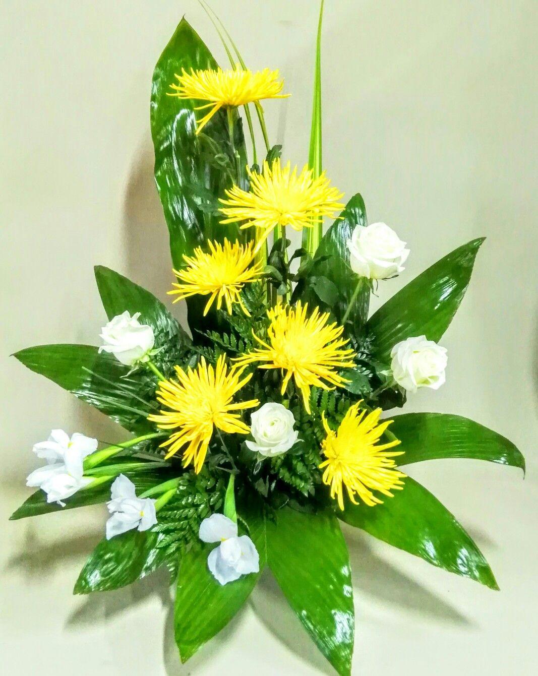 Centro De Flores Amarillas Mais Arranjos Florais Contemporaneos