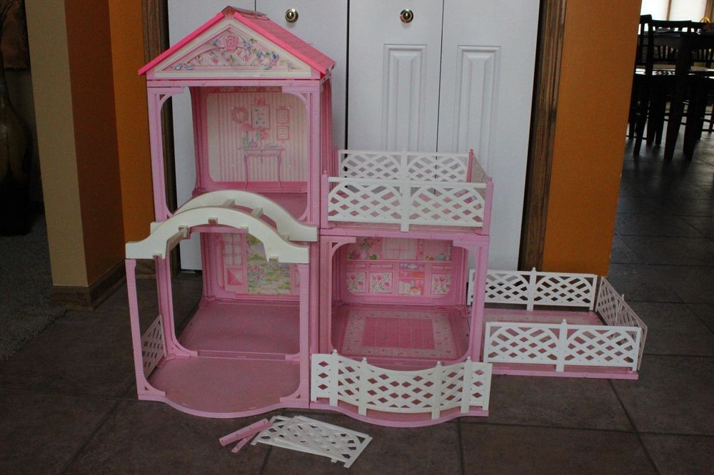rare vintage barbie pink n pretty doll house mattel barbie dollhouses pools pinterest. Black Bedroom Furniture Sets. Home Design Ideas