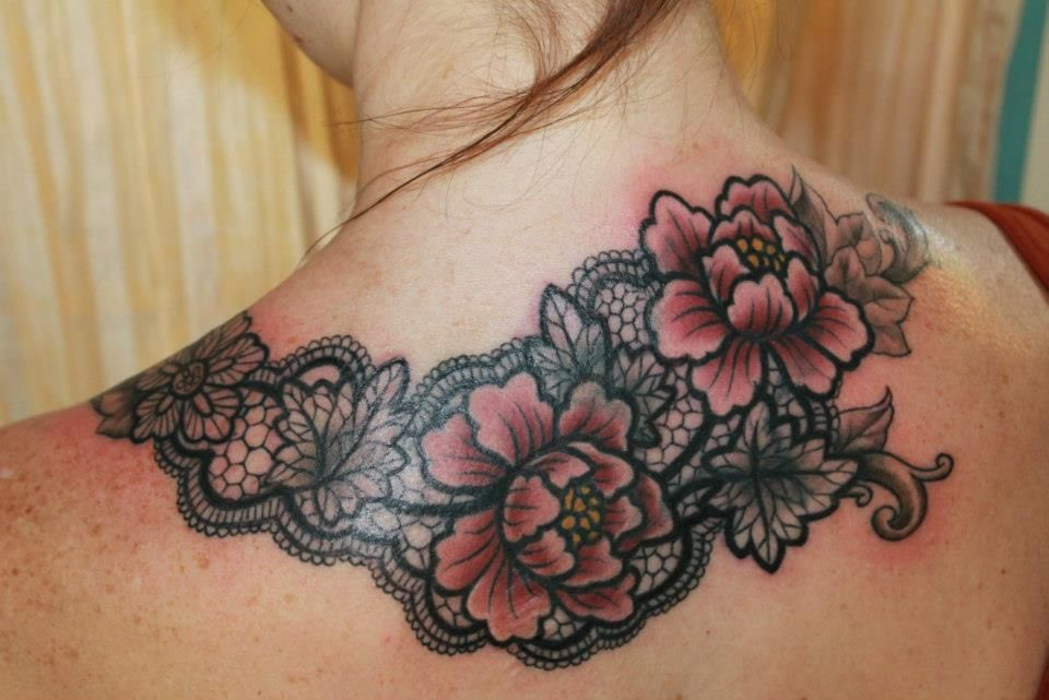 cover up tattoo at Two Birds in Seattle. Now this is what I'm talking about.  I love the lace and the fact that there is colour as well.