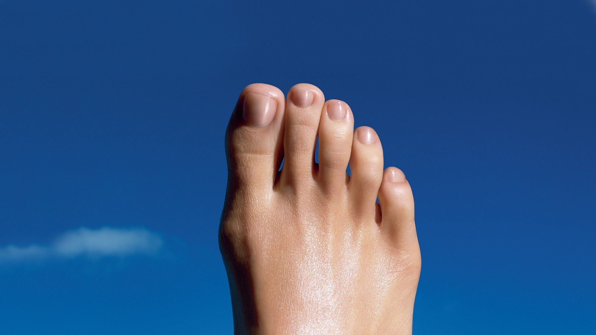 There\'s a Japanese pedicure peel so powerful it frees dead skin in ...