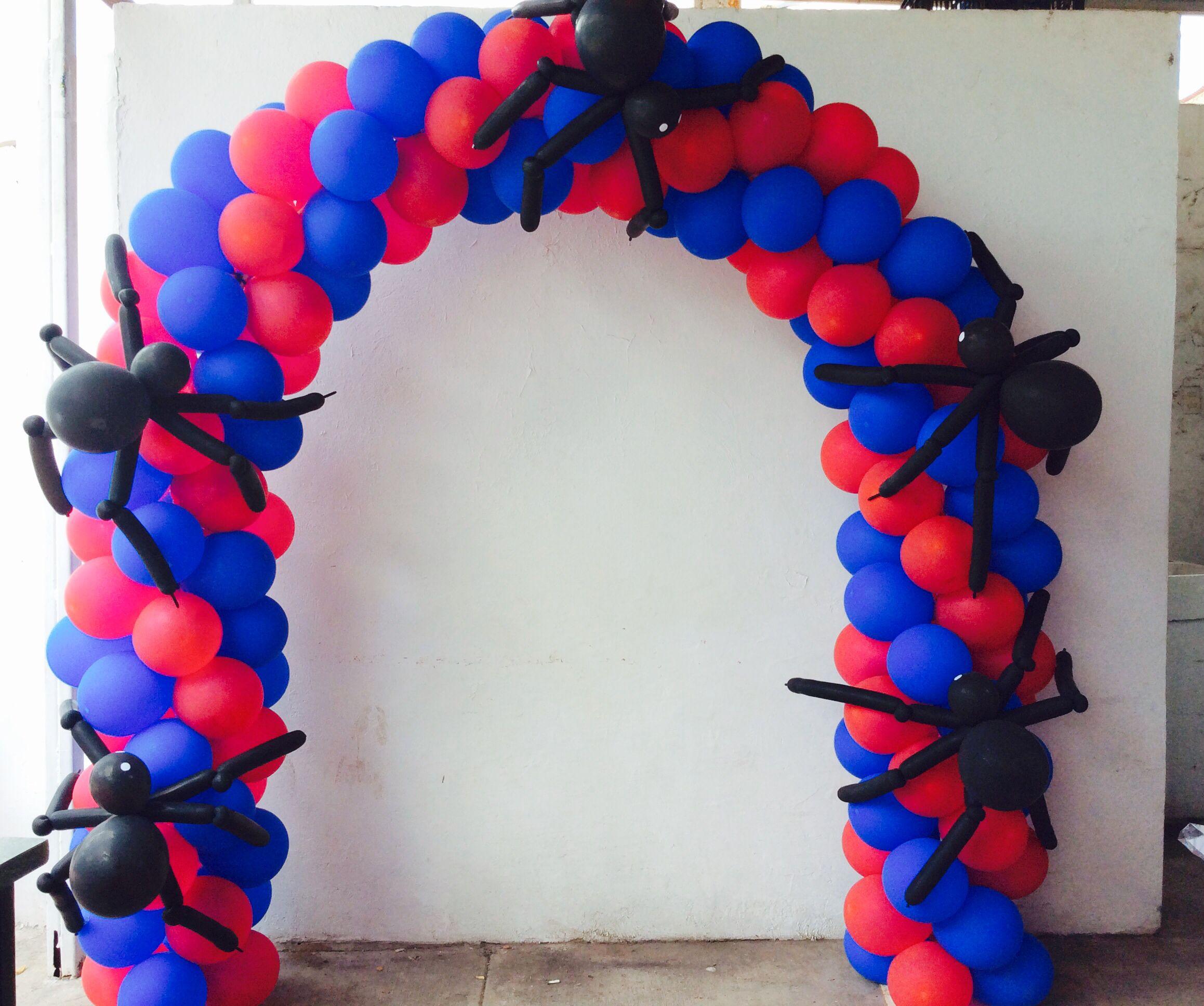 Arco de globos para la mesa principal hecho por for Decoracion de globos para hombres