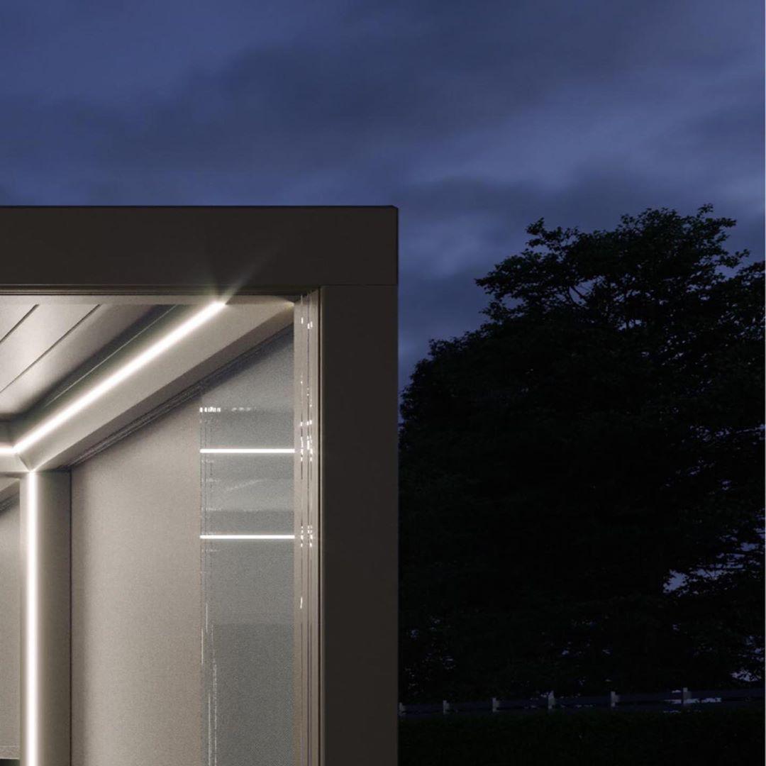 Lamellenuberdachung Mit Integrierter Led Beleuchtung In Der Traufe Als Led Stripe Und In Den Einzelnen Lamellen Als Spots Zum Dimmen Agt Gartenbau In 2019
