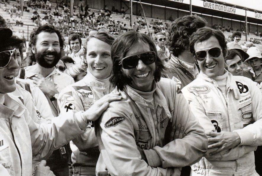 Emmo com alguns companheiros de F1.