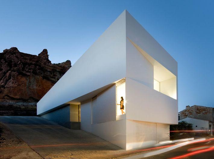 ein haus fast ohne fenster mapolis architektur das onlinemagazin f r architektur. Black Bedroom Furniture Sets. Home Design Ideas