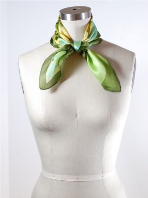 How to Tie a Scarf: Pan Am Neck Knot