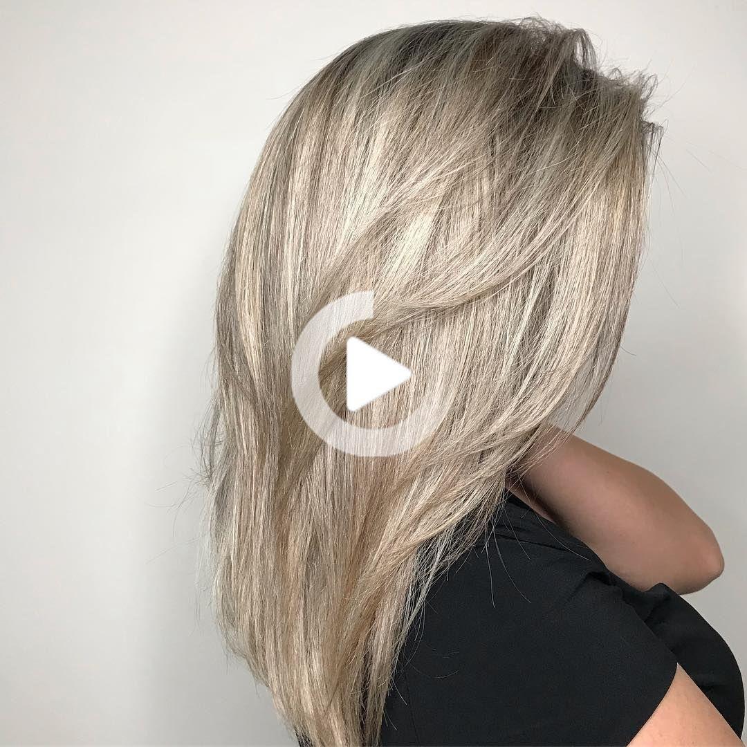 Traditioneller Kuchenschrank Mit Integrierter Speisekammer Small Kit In 2020 Medium Length Hair Styles Hair Styles Medium Hair Styles
