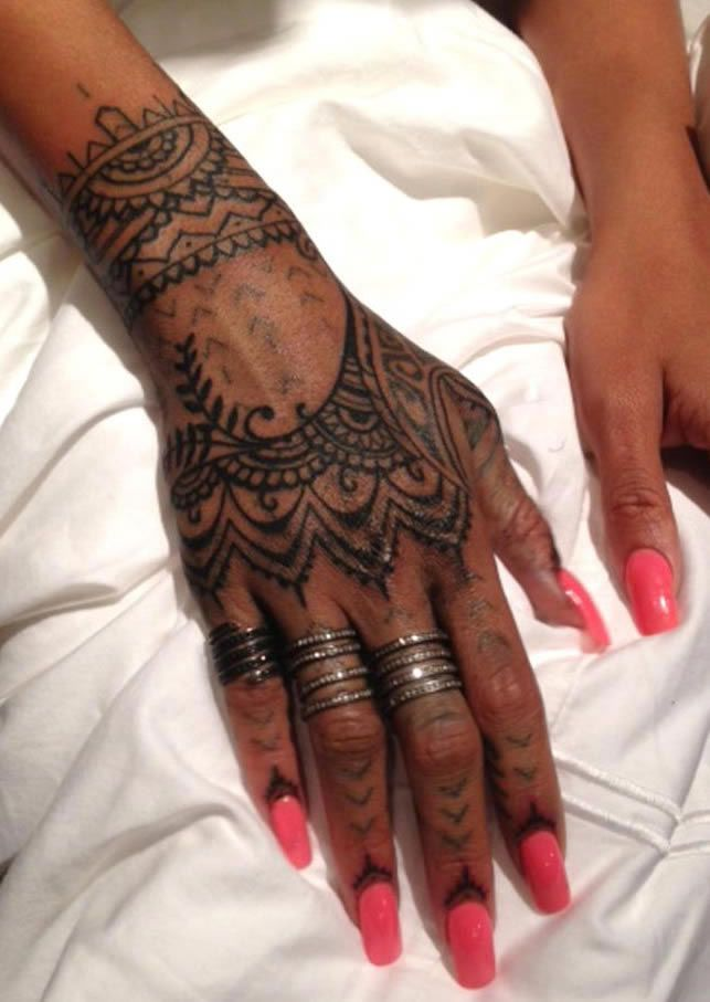 Small Maori Tattoo Finger: Rihanna, Unhappy With New Maori Ink, Covers It Up With