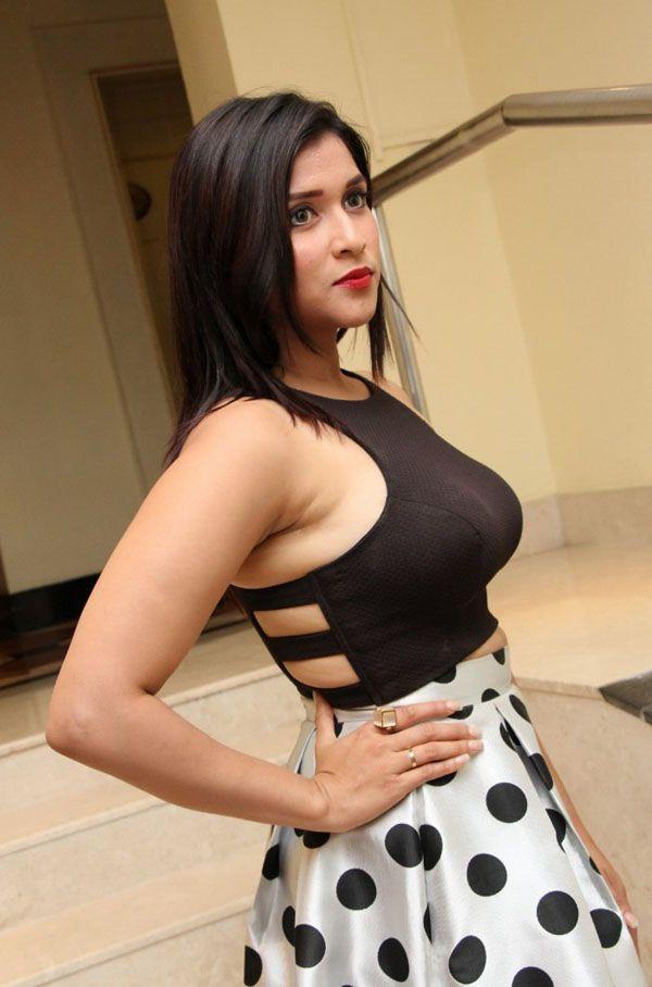 Chopra nude Mannara