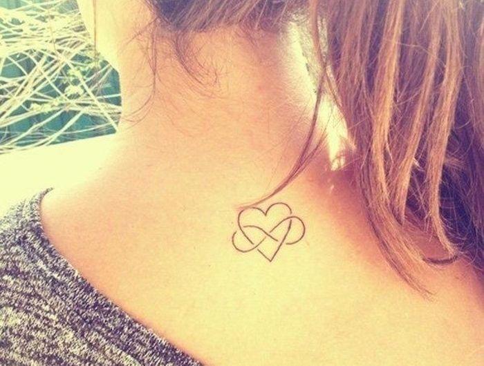 Petit Tattoo Infini Dans La Nuque Femme Tatouage Cou Discret