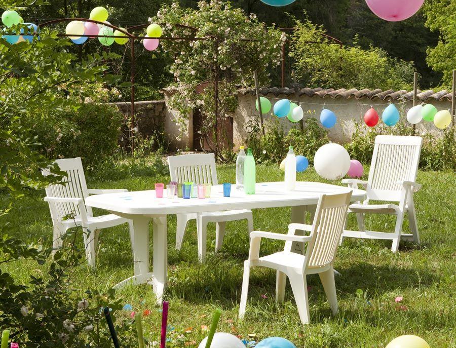 table et fauteuils d 39 ext rieur en plastique blanc vendu par d costock grosfillex mobilier. Black Bedroom Furniture Sets. Home Design Ideas