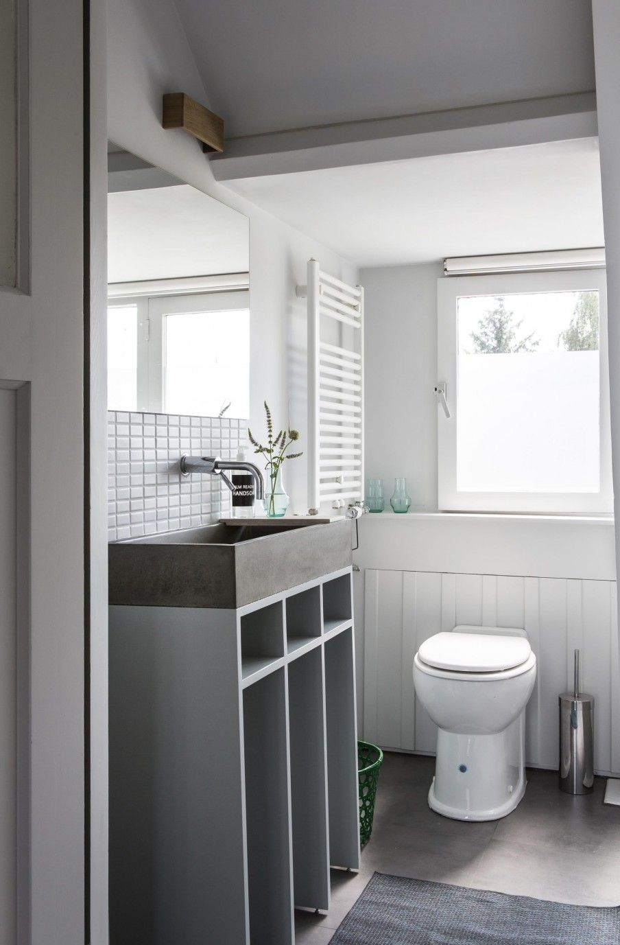 Basic grey and white bathroom | Photographer Henny van Belkom | June ...