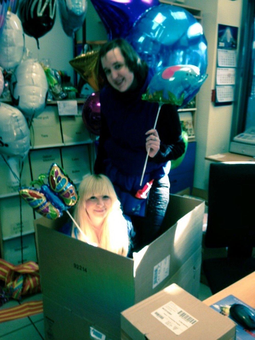 Die Mitarbeiter haben schon einmal Spaß ...  :-)