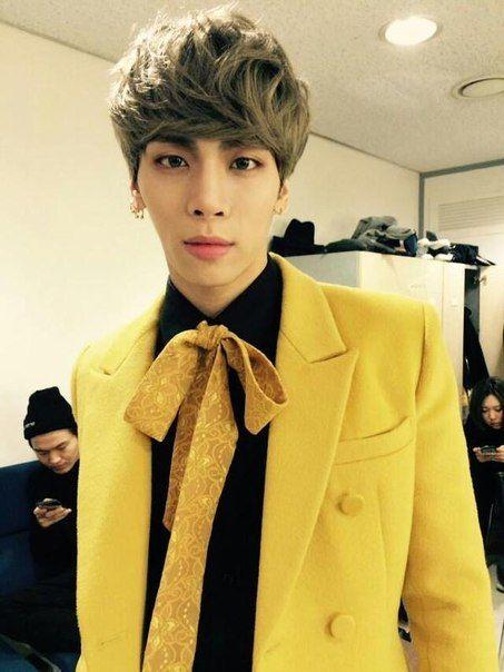 Resultado de imagem para jonghyun yellow suit