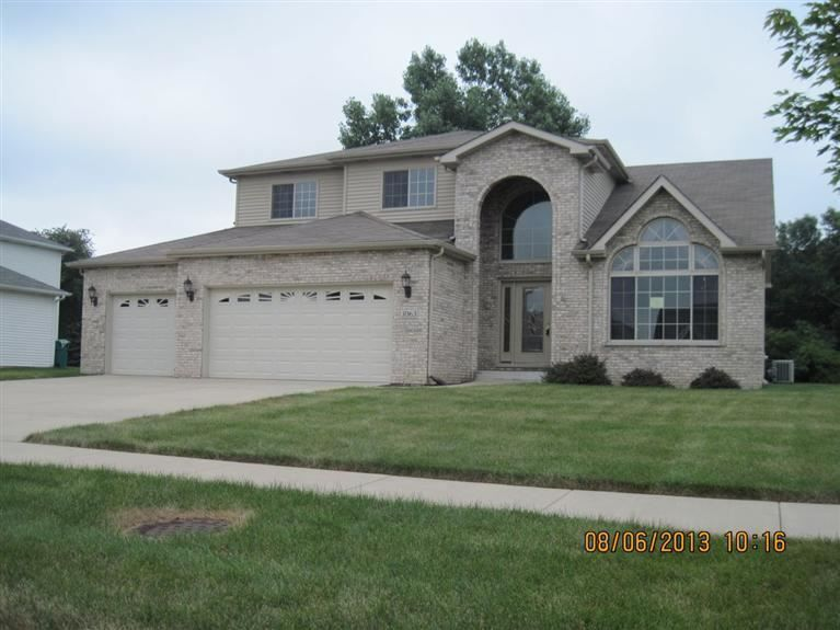 3063 West 65th Ave Merrillville In 46410 4 Bedroom 2 75 Bath 2 Story Sunken Family Room W Fireplace Lots Of Estate Homes Cathedral Ceiling House Styles