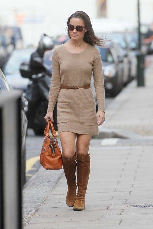 9c74b1bec Pippa Middleton con vestido de punto en color camel y botas altas ...