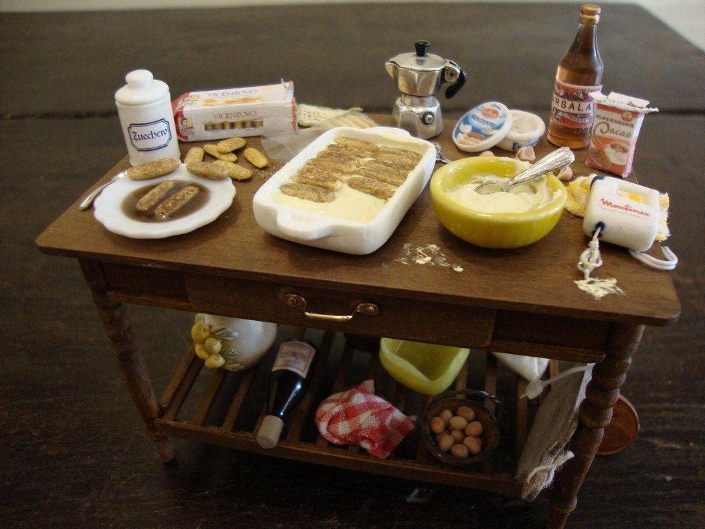 "Miniature table set up prepare the ""Tirami Sù "" moka in silver 925"