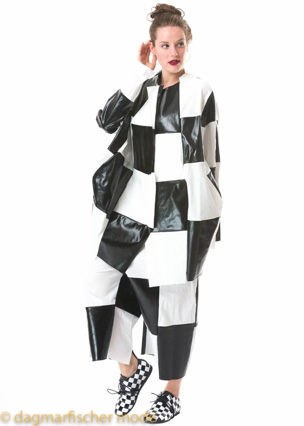 03583ca741207b Onesize Jacke aus Stretchware in original und black von RUNDHOLZ -  dagmarfischer mode