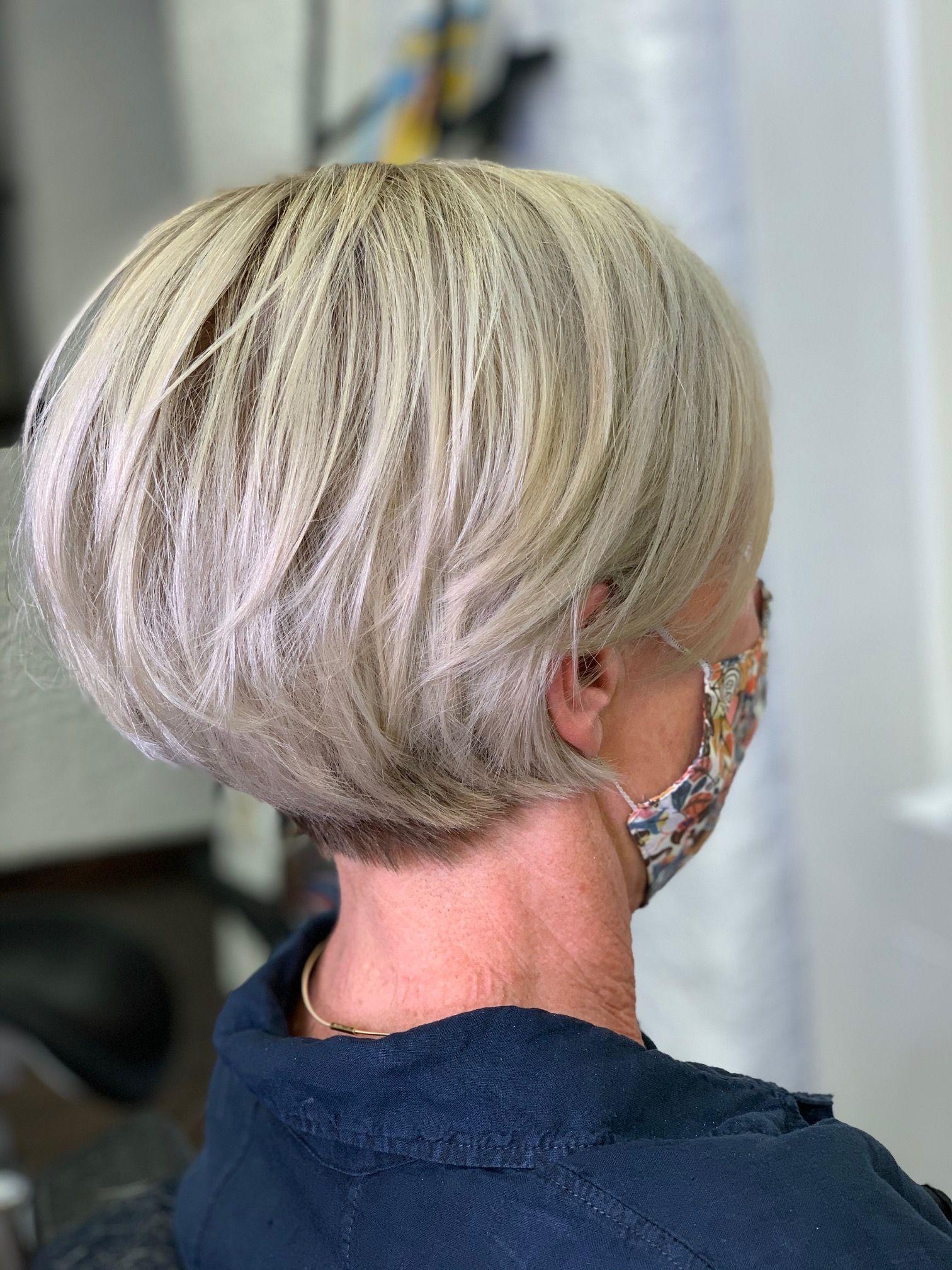 Blonde Pixiecut Styling Kurzes Haar Kurz Geschnittene Frisuren Bunte Haare