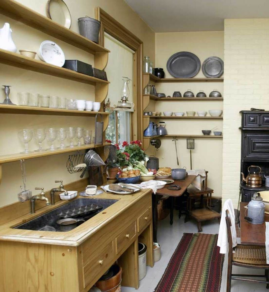 Author Harriet Beecher Stowe Built In A Sink Cabinet With Hot And Cold Taps  In Her Hartford Kitchen; She Also Added A Side Counter And Three Ample  Drawers.