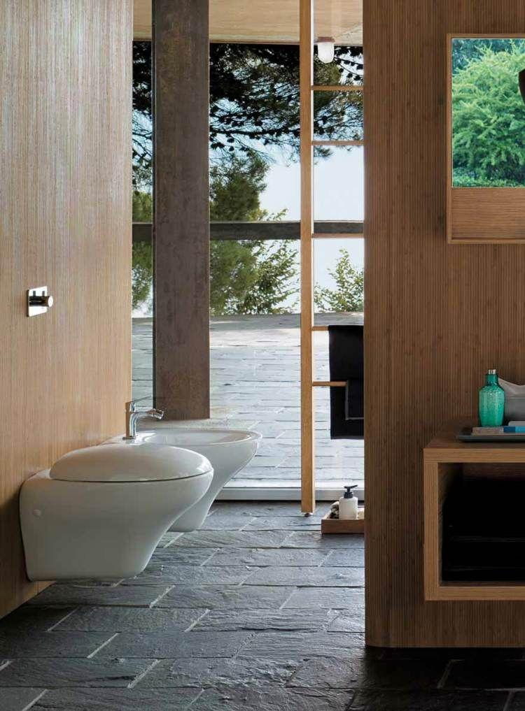 Schiefer Bodenfliesen Und Holz Wandverkleidung Im Bad