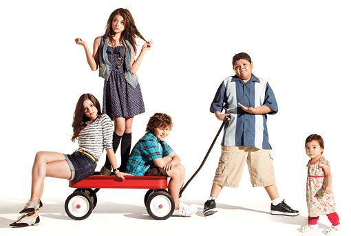 2010 Entertainers Of The Year The Modern Family Kids Talk Free Chicken Screen Door Hazards And Bruno Mars Modern Family Funny Modern Family Episodes Modern Family