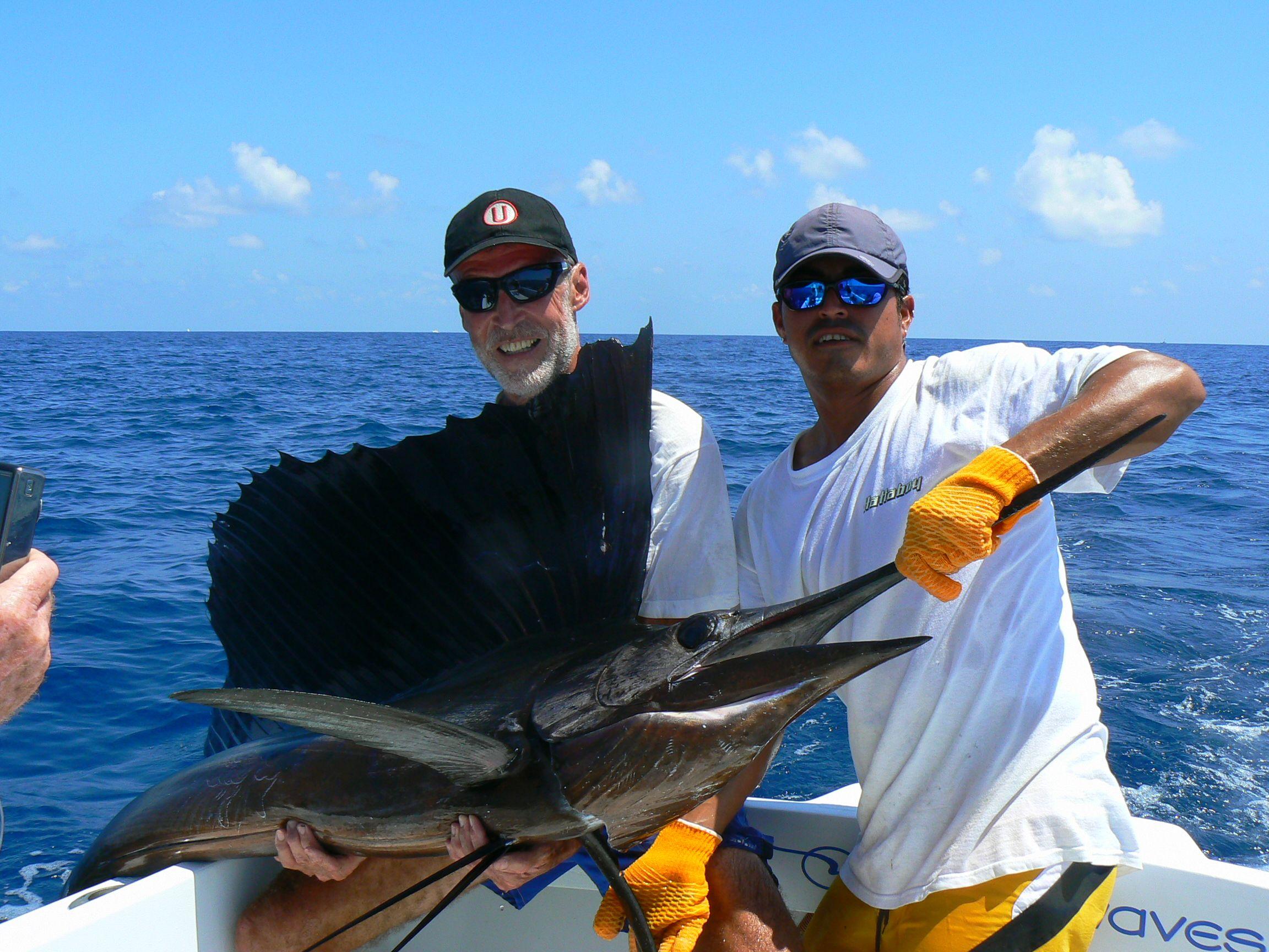 Las Personas Pescan En Un Oc Ano Cerca De Costa Rica El