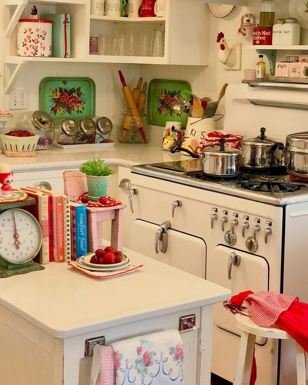 Good Morning Monday I Love Thrifting Flea Marketing Etc No Big Surprise There The Thrill Of T Vintage Kitchen Decor Retro Kitchen Kitschy Kitchen
