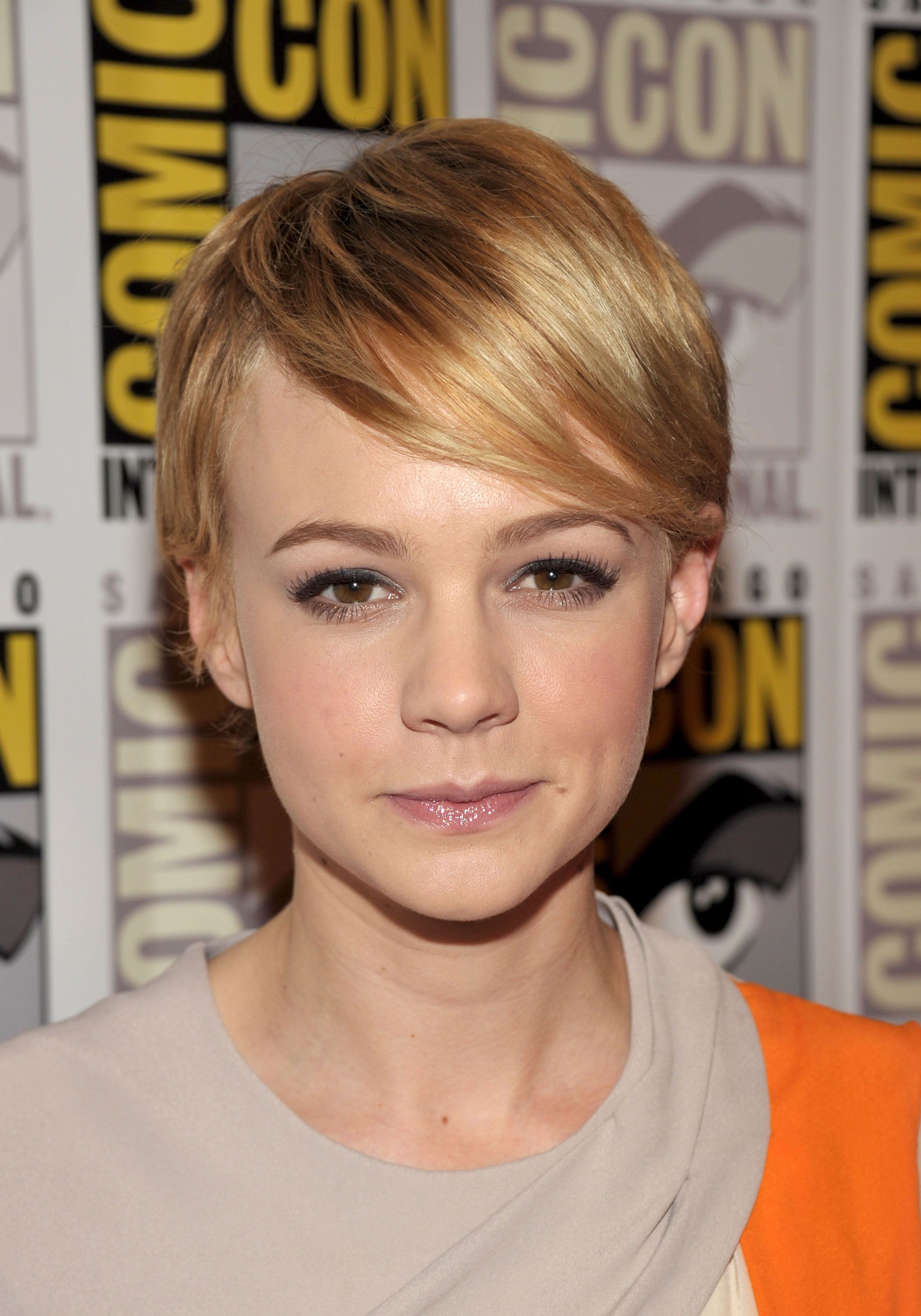 Carey mulligan in she gained widespread recognition for her