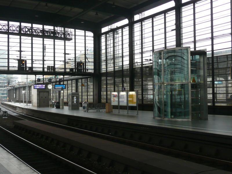 Cool Regional und S Bahnhof Zoologischer Garten