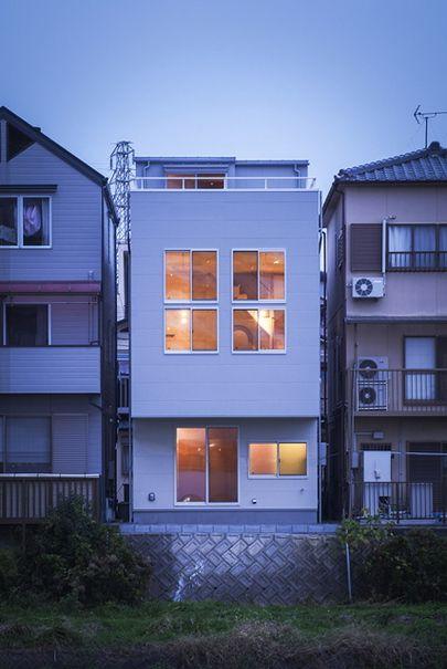 2層分の高さのある 2階リビング Works デザイン住宅 狭小住宅