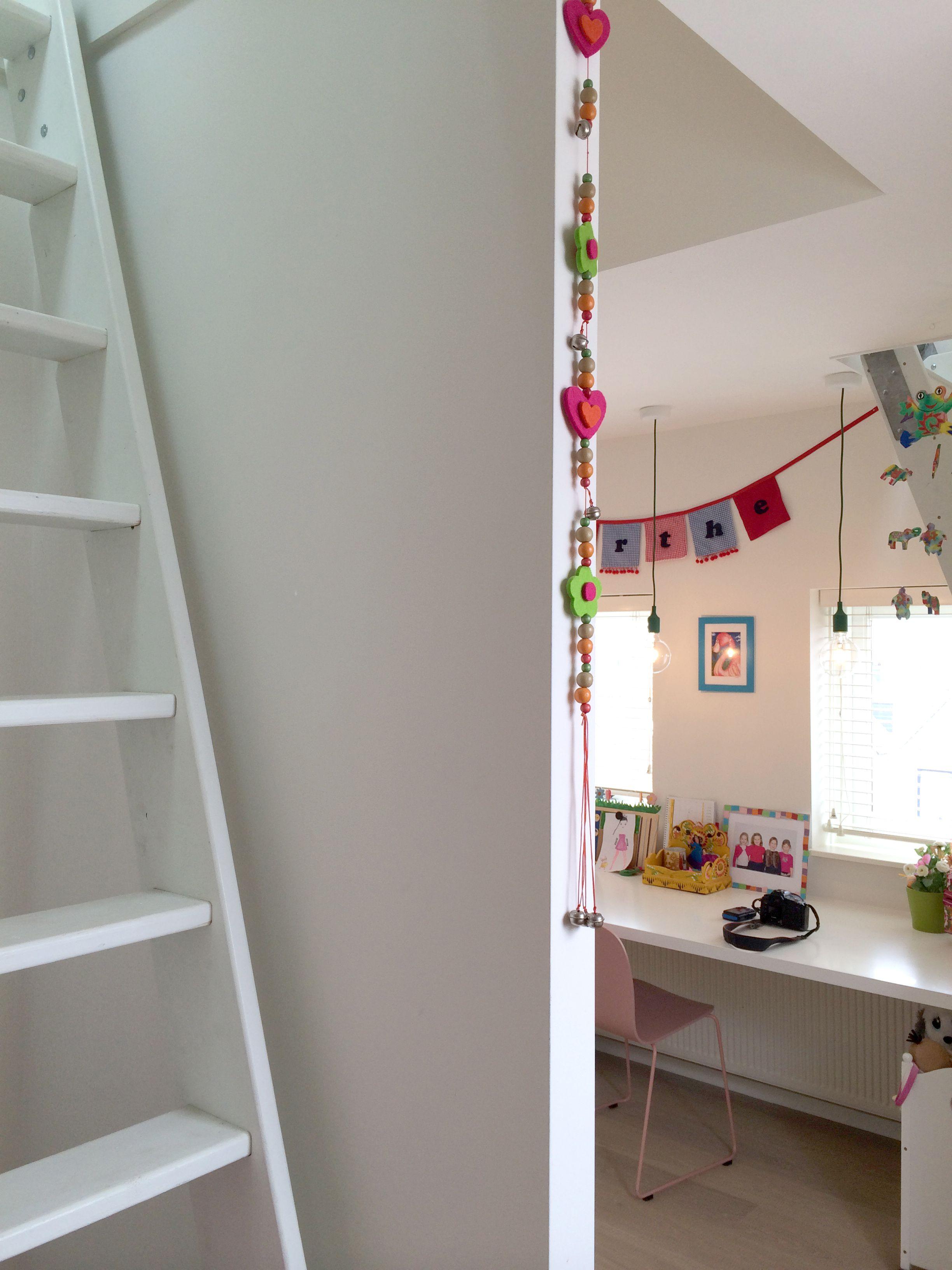 studio-EI --Zolder 6 | Woning 15: 's Gravendeel. Interieurontwerp & meubelontwerpen: souterrain, speelkamer, eetkamer, keuken, kastenwanden, zitkamer, zitbank, haard, badkamer, zolder, kinderkamers en hoogslapers. www.studio-ei.nl