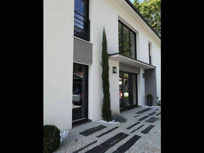 la maison design le porche d 39 entr e maisons design en 2019 garage doors outdoor decor et. Black Bedroom Furniture Sets. Home Design Ideas