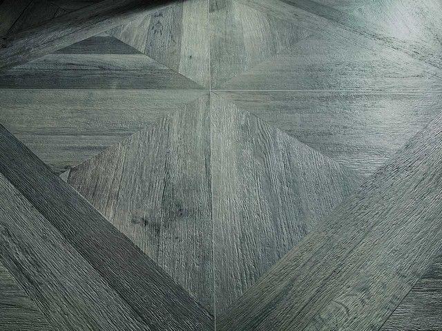 Pavimento in gres effetto legno a cassettoni #gresporcellanato