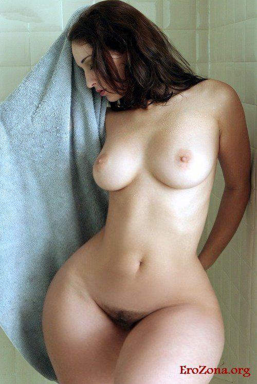 amateur wide hips nude