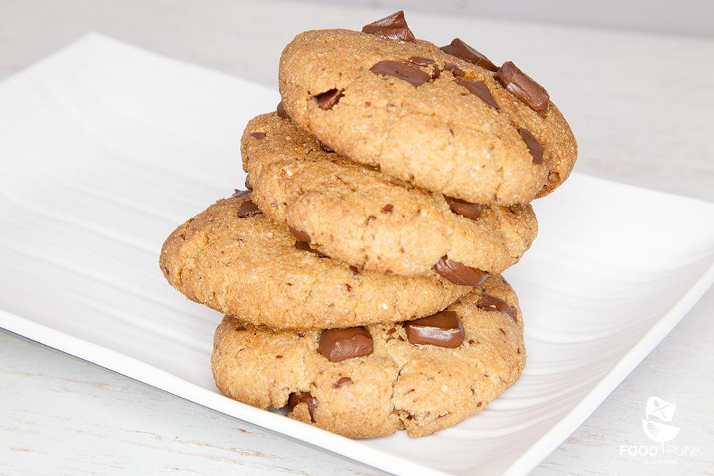 diese cookies sind einfach die perfekten low carb chocolate chip cookies und wesentlich ges nder. Black Bedroom Furniture Sets. Home Design Ideas