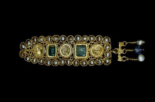 Roman Hair Ornament Made from Sapphire, Gold, Emerald and