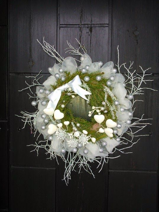 Joulukranssi / white christmas wreath