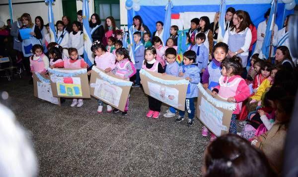 Ariel Sujarchuk participó de un acto escolar por el Día de la Independencia