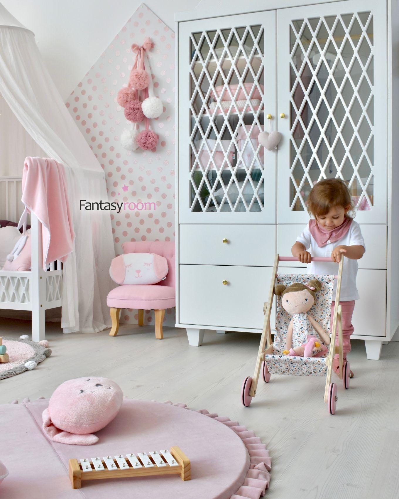 Madchenzimmer In Rosa Weiss Mit Samt Textilien Kinder Zimmer Rosa Zimmer Kinderzimmer